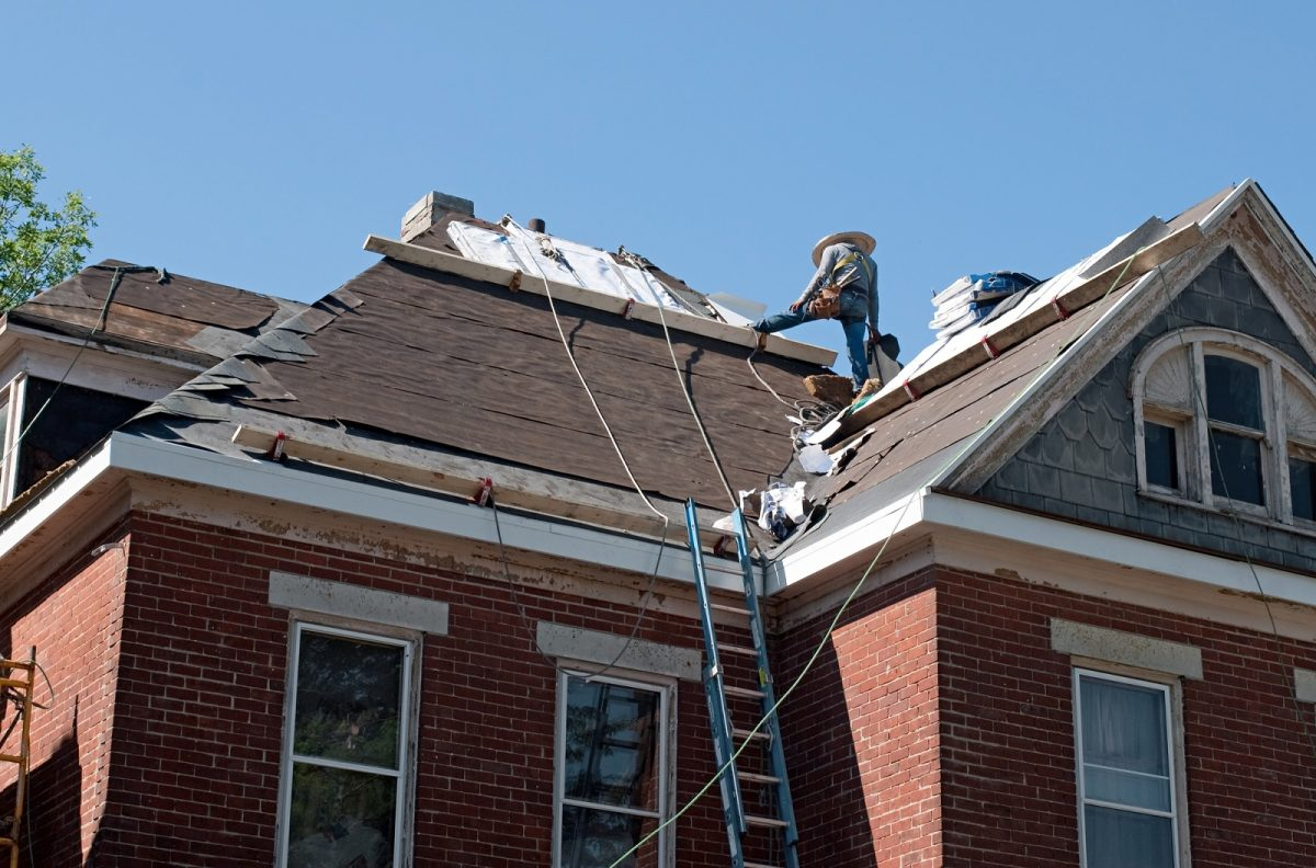 qualities roofing contracts need to have